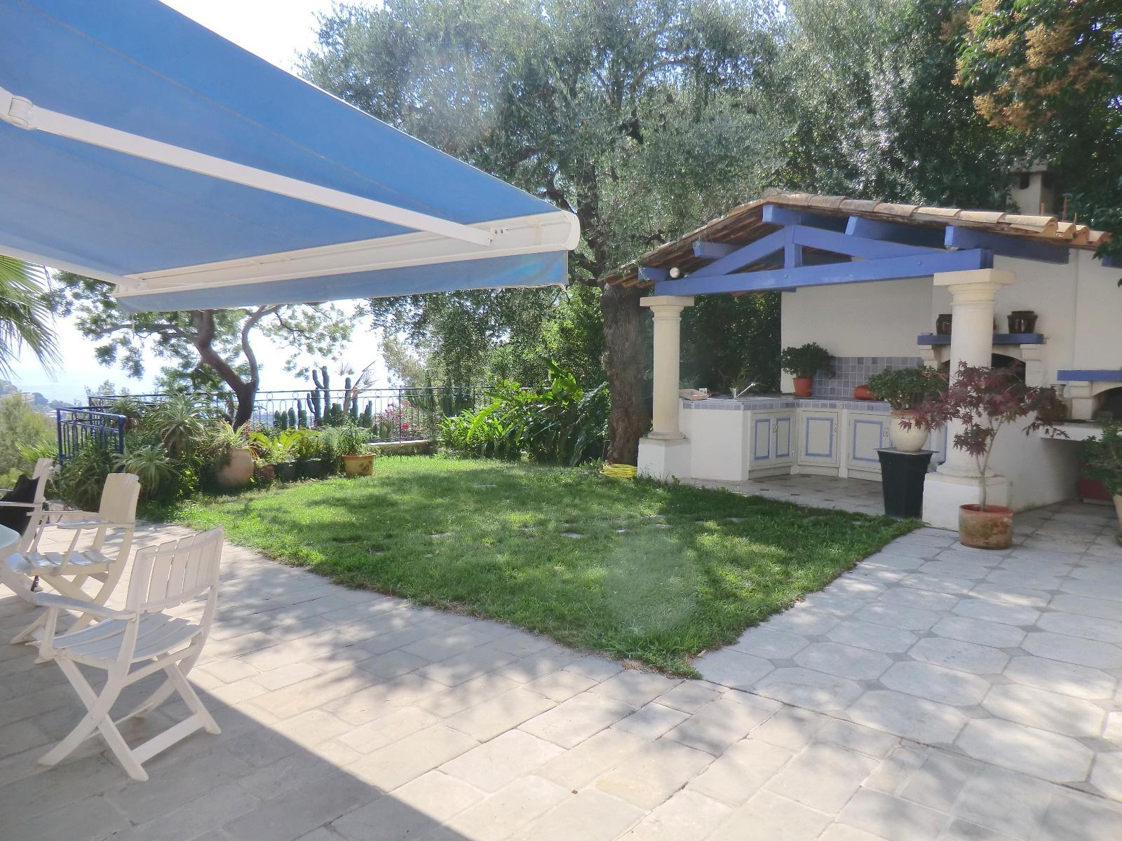 Vente roquebrune cap martin maison de 380 m2 piscine for Azureva roquebrune cap martin piscine